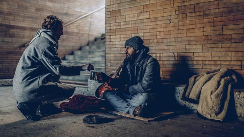 Todo Noticias Tarde - 10.000 personas sin hogar ni ayudas - Escuchar ahora