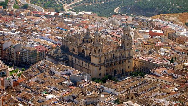Jaén: historia, leyendas y olivo
