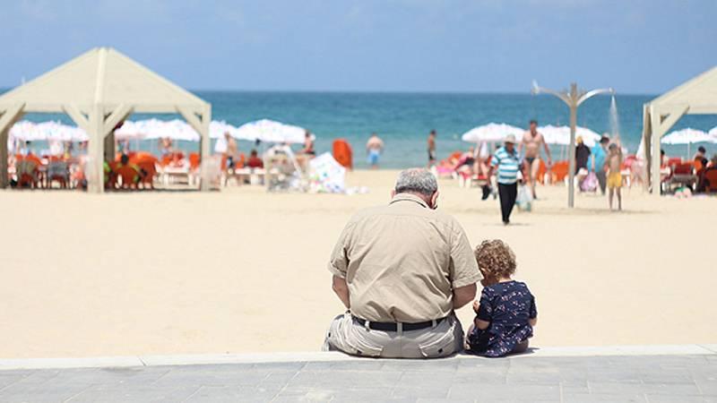 Las mañanas de RNE con Íñigo Alfonso - Abuelos sandwich: cuidando de dependientes y de los nietos  - Escuchar ahora