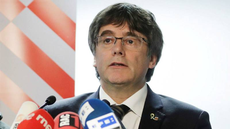 Boletines RNE - Carles Puigdemont convocará una asamblea para responder a la sentencia dell 'procés' - Escuchar ahora