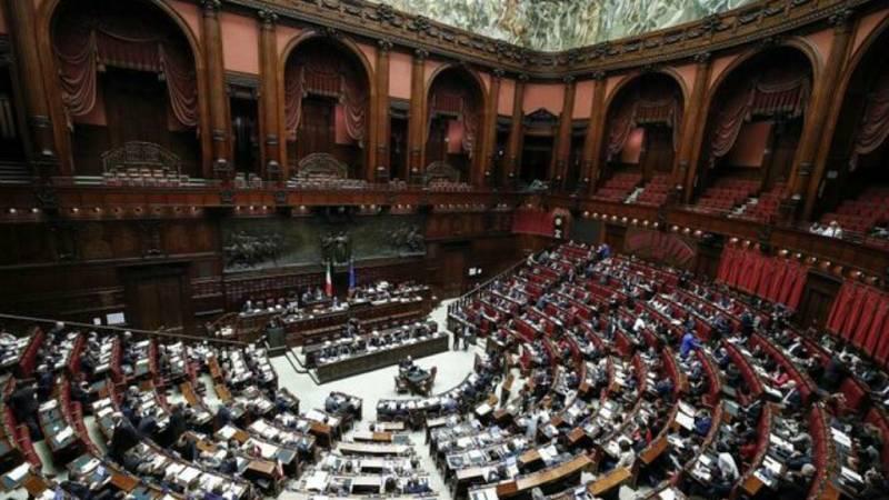 14 horas - Italia quiere reducir el número de sus parlamentarios - Escuchar ahora