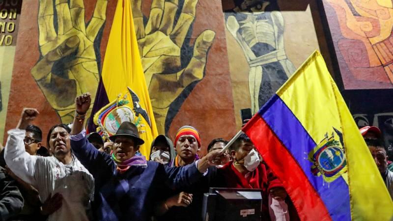 Las Mañanas de RNE con Íñigo Alfonso - La policía expulsa del Parlamento de Ecuador a los manifestantes indígenas que lo habían asaltado - Escuchar ahora
