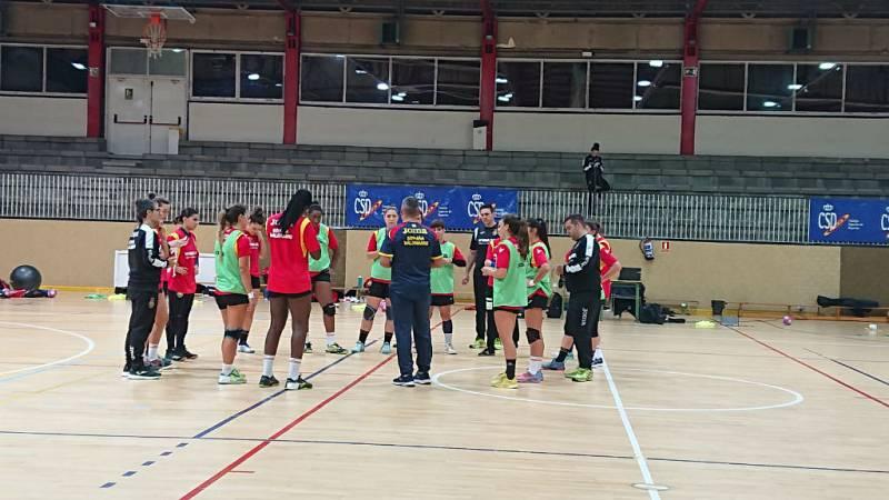 Jóvenes con talento en el balonmano femenino español