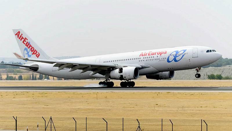 Boletines RNE - Iberia compra Air Europa por 1.000 millones de euros - Escuchar ahora