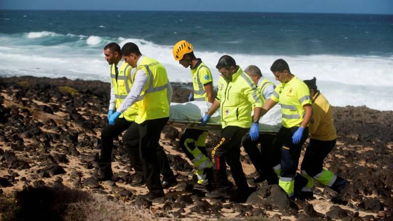 Boletines RNE - Ya son ocho los cuerpos localizados tras volcar su patera en Lanzarote - Escuchar ahora