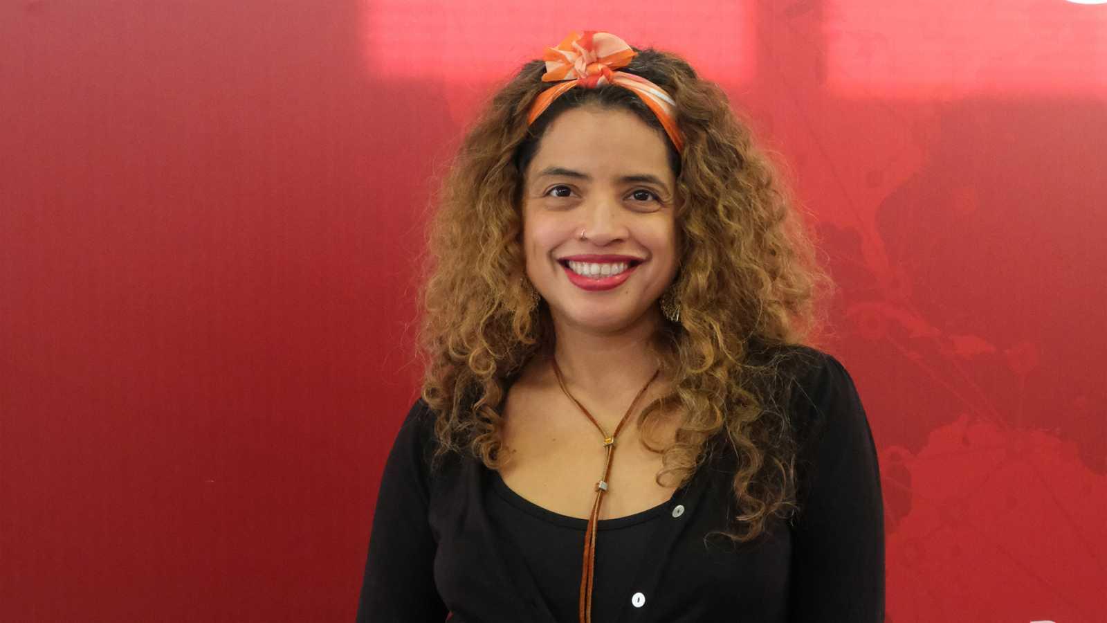 Emisión en árabe - Conversamos con la poeta, escritora y artista audiovisual colombiana Lilian Pallarés - 07/11/19 - escuchar ahora