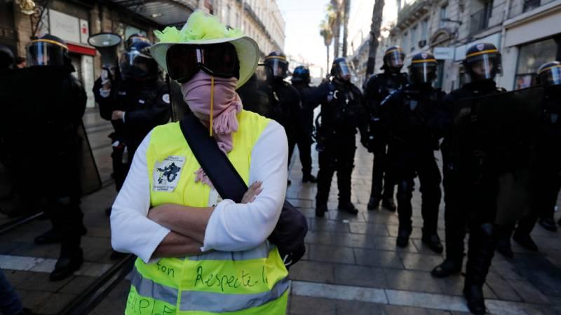 Reportajes 5 Continentes - Un año de los chalecos amarillos en Francia - Escuchar ahora