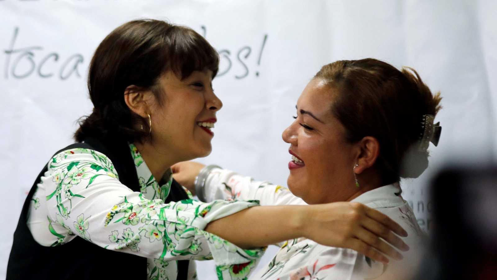 Cinco continentes - Colombia: abrazadas 34 años después - Escuchar ahora