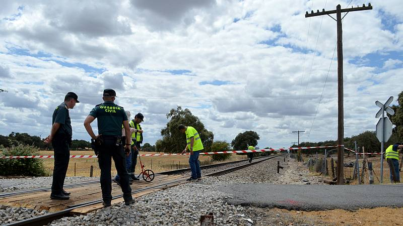 Boletines RNE - Dos muertos en Manzanares al arrollar un tren una furgoneta - Escuchar ahora