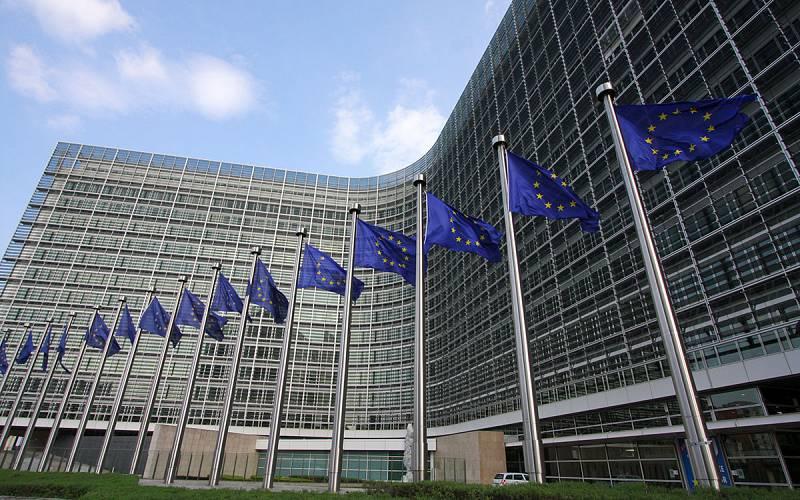 Boletines RNE - La Comisión Europea visa a España que supera los límites en deuda y déficit público- Escuchar ahora