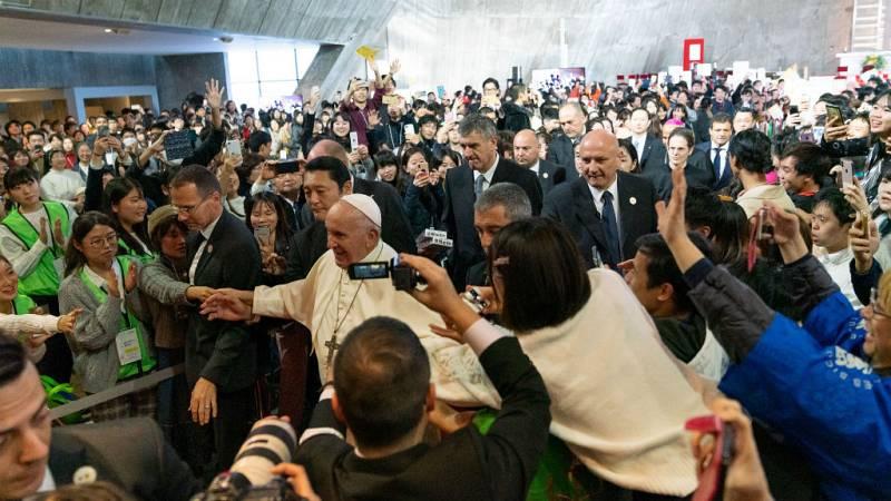 Las mañanas de RNE con Íñigo Alfonso - Emotivo encuentro del papa con las víctimas de Fukushima - Escuchar ahora