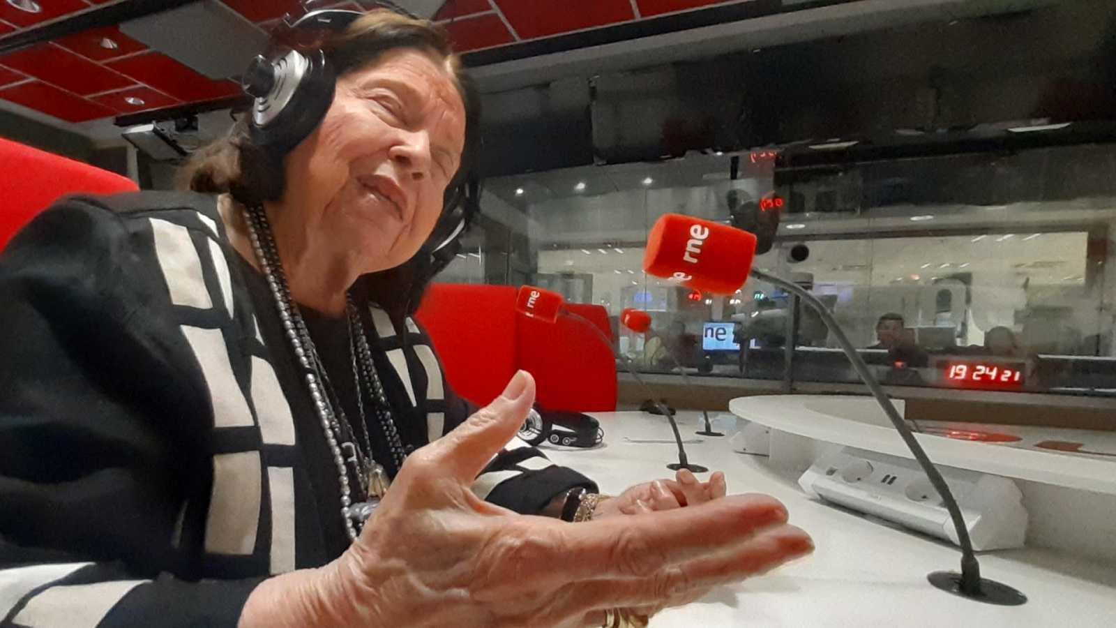Emissão em português - Nélida Piñon defende português e espanhol como línguas universais - 27/11/19 - escuchar ahora
