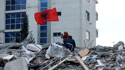 Boletines RNE - Concluyen los trabajos de rescate en Albania - Escuchar ahora