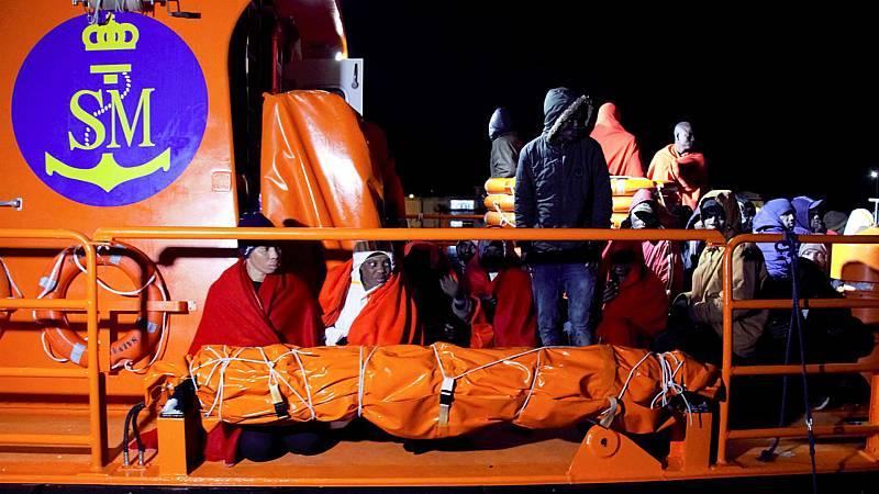 Rescatadas 117 personas en dos pateras en aguas Canarias y del Estrecho de Gibraltar - Escuchar ahora