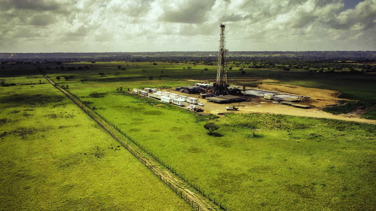 Las mañanas de RNE con Íñigo Alfonso - Los anuncios verdes de las empresas eléctricas y petroleras: ¿compromiso real o no vinculante? - Escuchar ahora