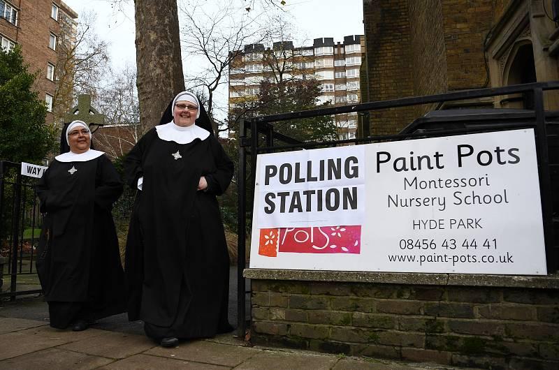 14 horas - Gran afluencia de votantes en los centros de voto de Londres - Escuchar ahora