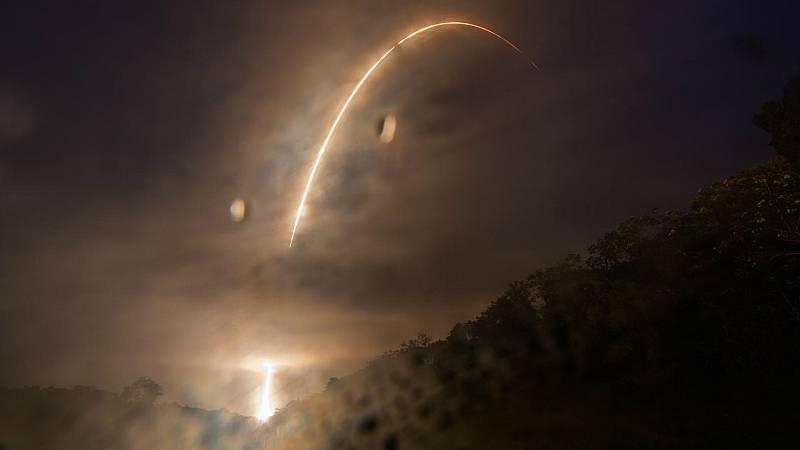 Boletines RNE - Lanzado con éxito el satélite Cheops que estudiará los exoplanetas - Escuchar ahora