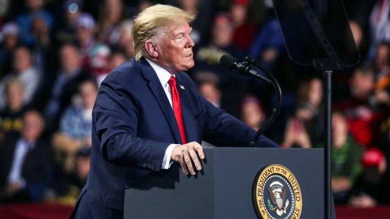 """Las mañanas de RNE con Íñigo Alfonso - Trump dice que su juicio político es un """"suicidio para los demócratas"""" - Escuchar ahora"""