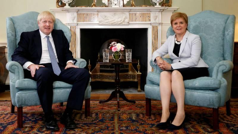 Boletines RNE - Sturgeon pide a Johnson un nuevo referéndum en Escocia - Escuchar ahora