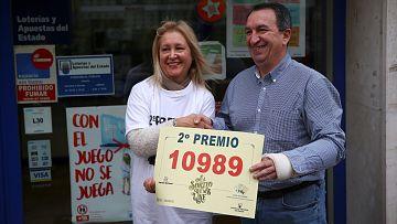 No es un día cualquiera | Lotería de Navidad - Una lotera de Málaga reparte una serie entera del segundo premio