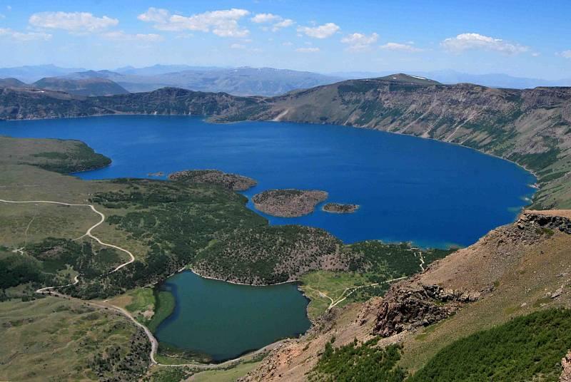 Boletines RNE - Al menos siete muertos al naufragar una embarcación en el Lago Van, Turquía - Escuchar ahora