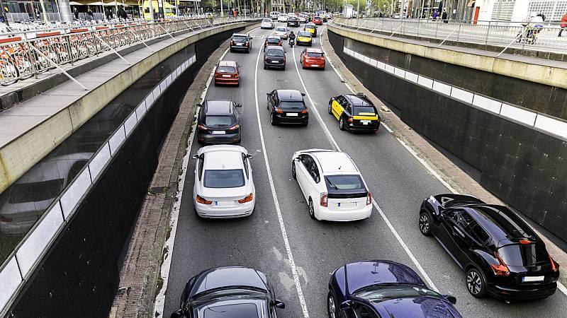 14 horas - Barcelona se blinda contra los coches sin etiqueta ambiental - Escuchar ahora