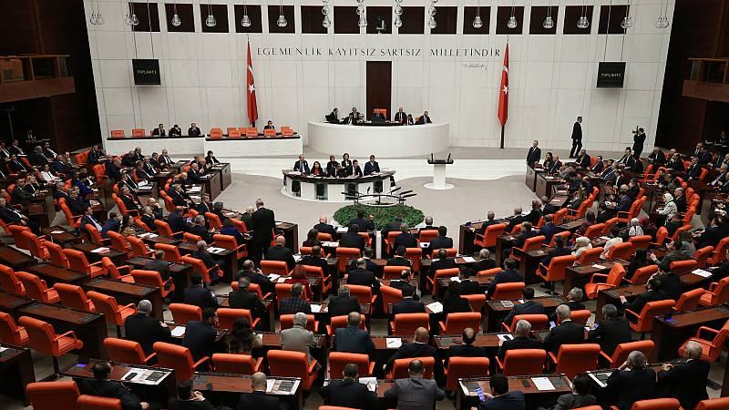 Boletines RNE - Turquía dará apoyo militar al gobierno de Libia reconocido internacionalmente - Escuchar ahora