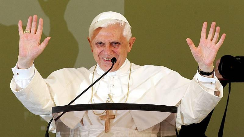 14 horas - Benedicto XVI publica un libro en defensa del celibato