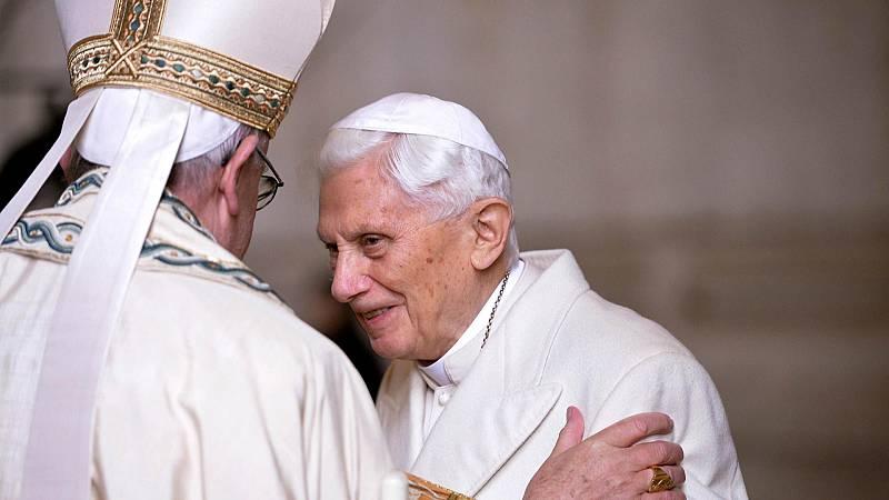 Las mañanas de RNE con Íñigo Alfonso - Benedicto XVI no aparecerá como autor del polémico libro sobre el celibato - Escuchar ahora