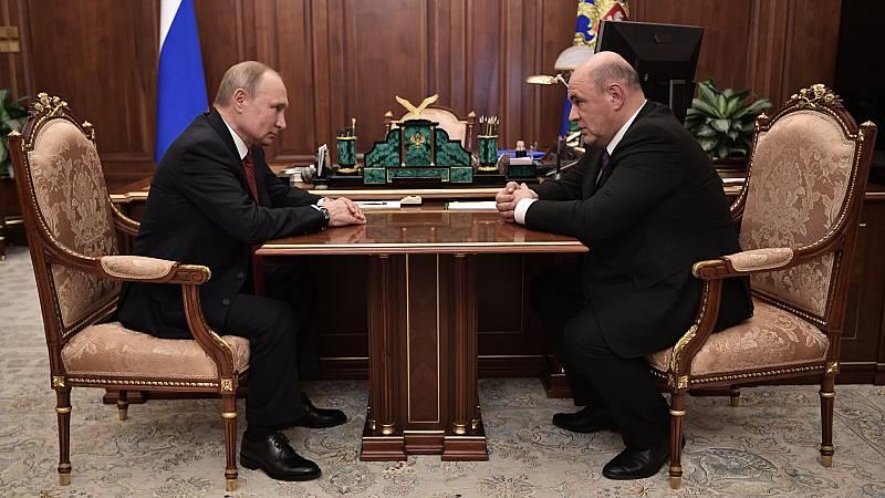 Boletines RNE - Vladimir Putin remodela el Gobierno tras una dimisión en bloque del equipo del Primer Ministro - Escuchar ahora