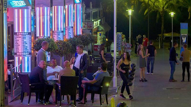 14 horas - La batalla de Baleares contra el turismo de borrachera: alegría entre los vecinos; malestar en el sector hotelero - Escuchar ahora