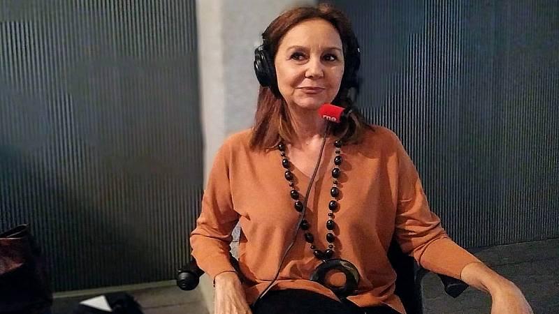 """Por tres razones - María Dueñas: """"Los emigrantes tuvieron un gran coraje y valentía para salir de su país"""" - 22/01/20 - escuchar ahora"""