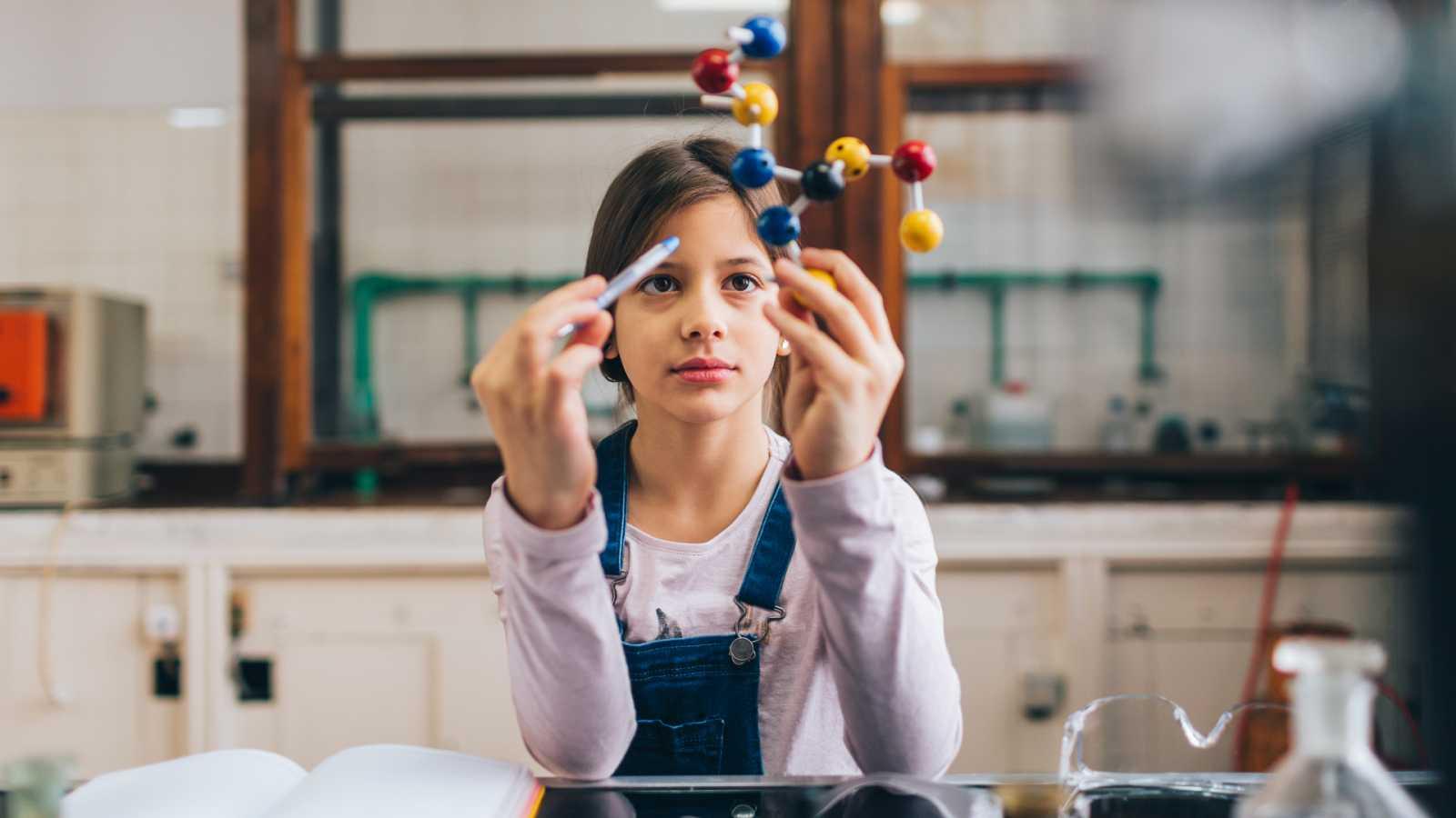 24 horas - En un lugar de la ciencia: ¿por qué las situaciones difíciles cambian nuestro físico? - Escuchar ahora