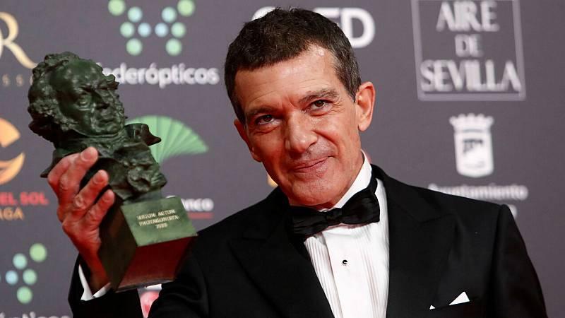 """De película - Premios Goya - Banderas a Almodóvar """"mis mejores trabajos han sido contigo"""" - Escuchar ahora"""