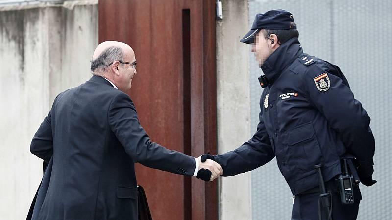 Boletines RNE - 1-O, el encargado del dispositivo policial testifica que solo coordinaba a los distintos cuerpos - Escuchar ahora