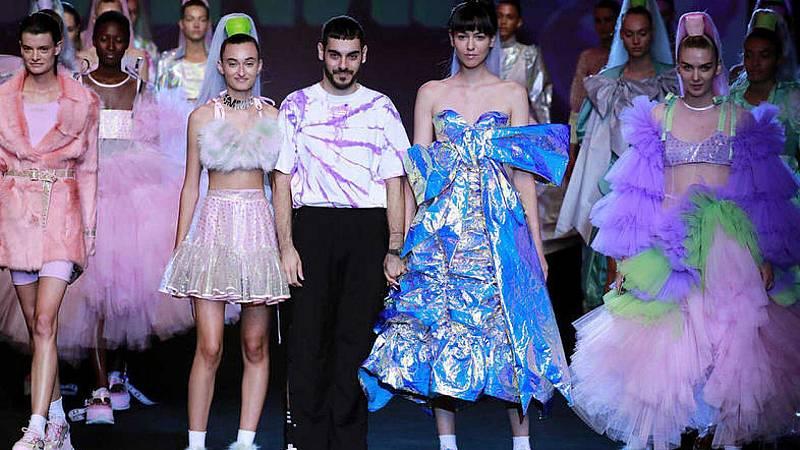 Por tres razones - Dominnico y Mans: jóvenes talentos de la moda - Escuchar ahora