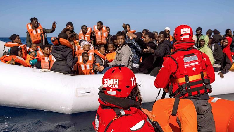 Boletines RNE - El buque Aita Mari espera un puerto seguro con más de cien personas a bordo - Escuchar ahora