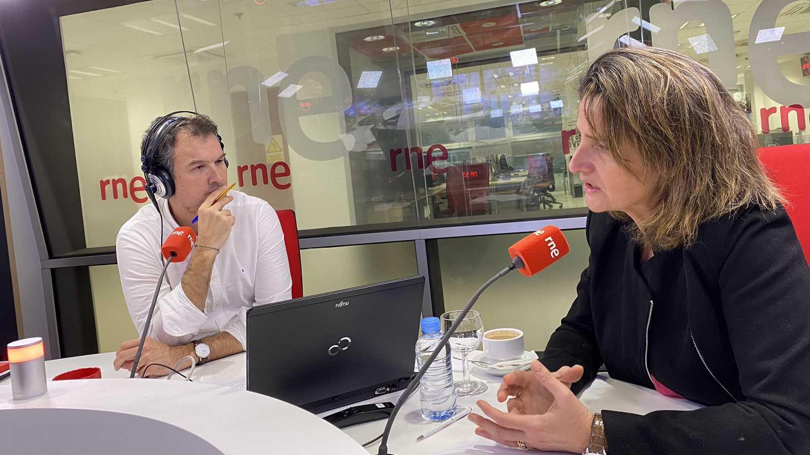 """Las mañanas de RNE con Íñigo Alfonso - Teresa Ribera: """"Me siento un poco defraudada con Jordi Sevilla""""  - Escuchar ahora"""