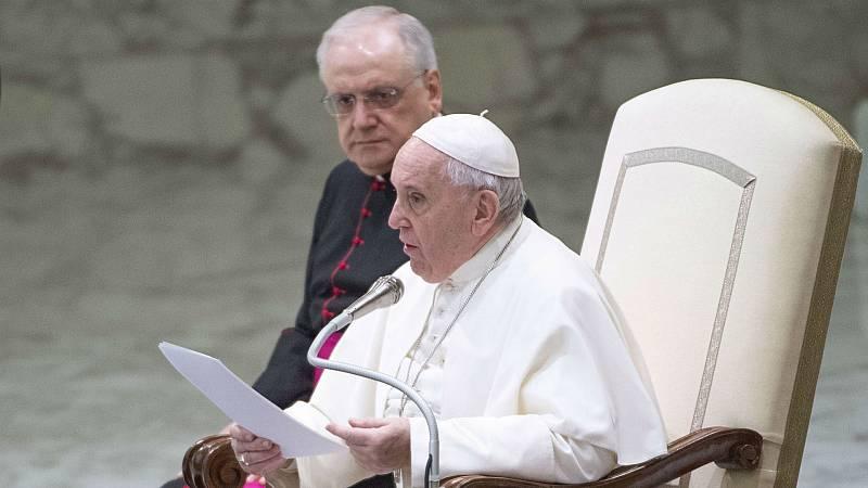 Boletines RNE - Francisco cierra la posibilidad de ordenar sacerdotes casados - Escuchar ahora