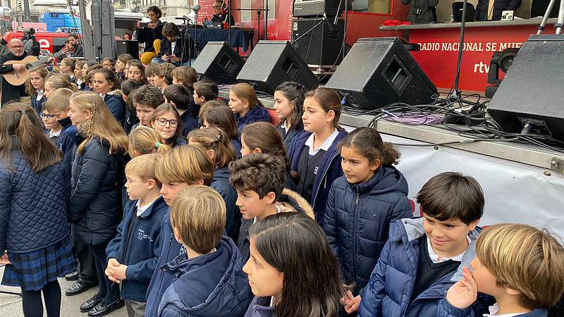 Las mañanas de RNE con Pepa Fernández - Día de la Radio - Coro del colegio San Luis de los Franceses - Escuchar ahora