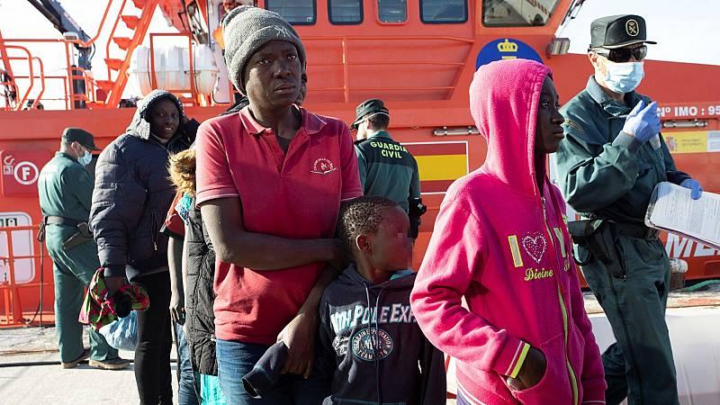 14 horas - Tres pateras rescatadas en aguas de Canarias - Escuchar ahora