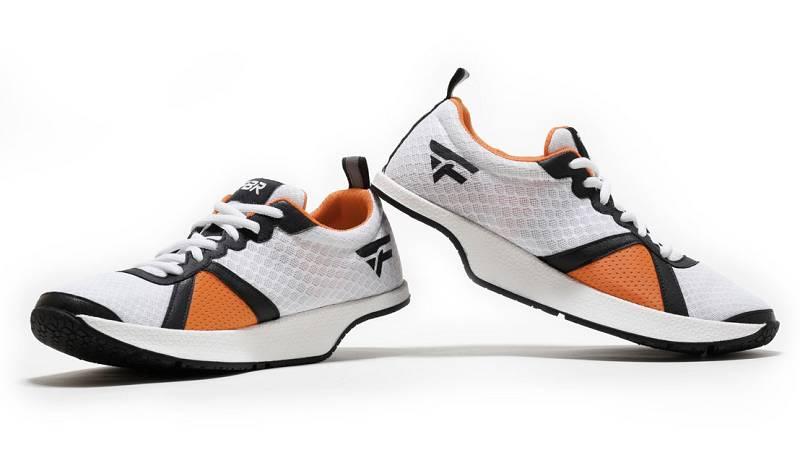 Marca España - Calzado deportivo español sin amortiguación trasera - escuchar ahora