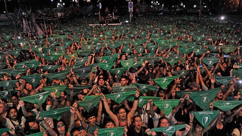 Las mañanas de RNE con Íñigo Alfonso - Onda Corta | El Pañuelazo Verde pide en Argentina legalizar el aborto - Escuchar ahora