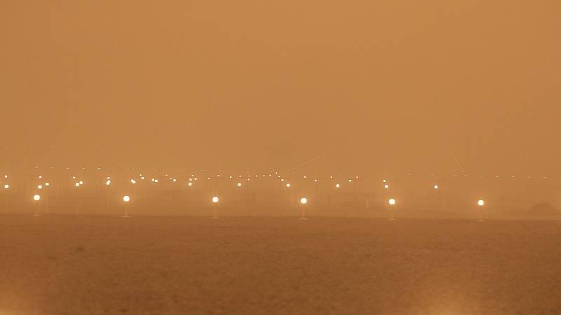 14 hora fin de semana - El viento dificulta la extinción de incendios y el aeropueto de Gran Canaria cerrado por la calima - Escuchar ahora