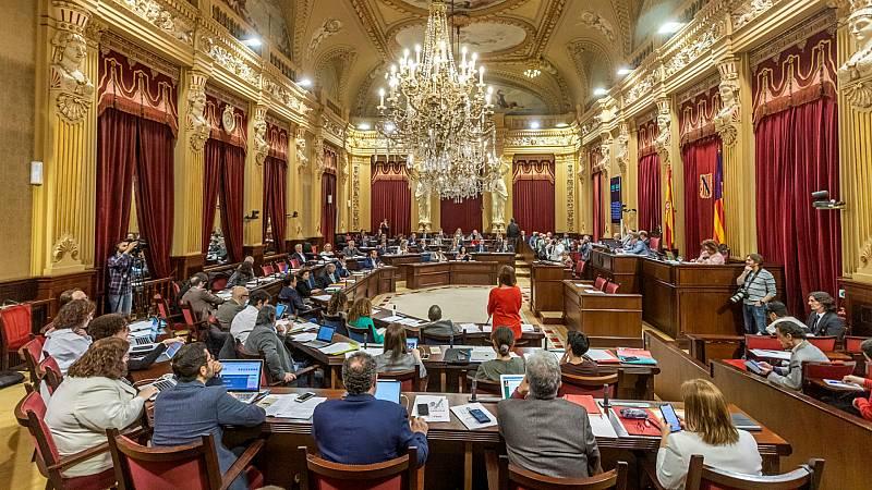 14 horas - Una mujer interrumpe el Pleno del Parlament Balear y pide justicia para los menores abusados - Escuchar ahora