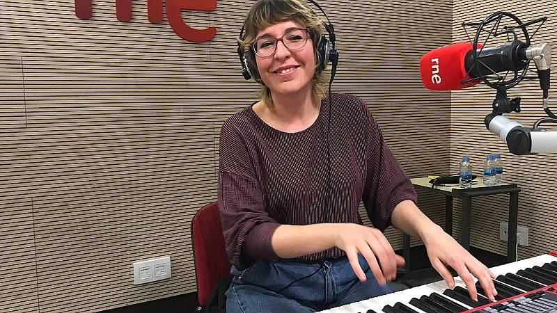 Érika López y su desnudo acústico - Escuchar ahora