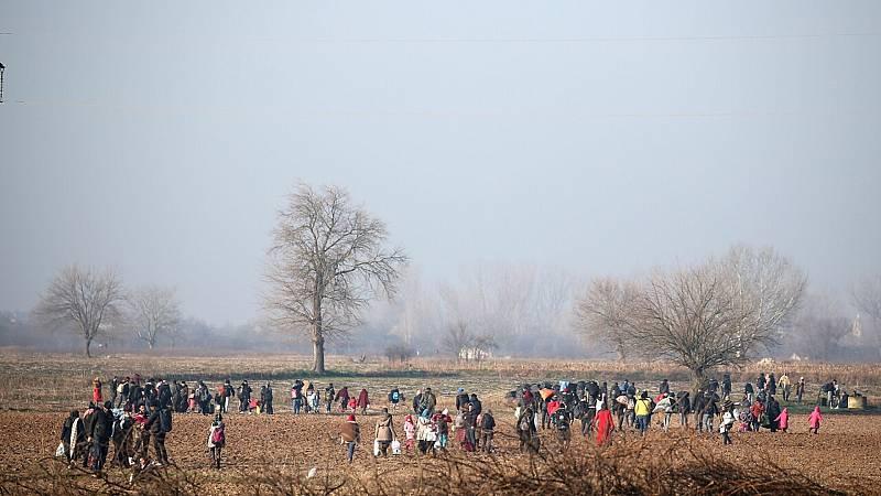14 horas fin de semana - Grecia sigue intentando contener a los migrantes procedentes de Turquía que quieren entrar en el país - Escuchar ahora