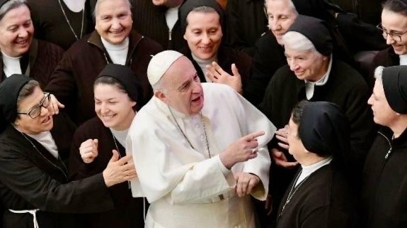 No es un día cualquiera - Las mujeres en la Iglesia - 'Tertulia' - Escuchar ahora