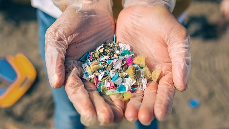 Microplásticos, procedentes de la ropa, en las playas - escuchar ahora