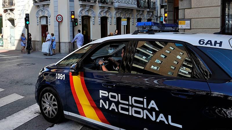 Boletines RNE - Se entrega el presunto asesino de una mujer en Castellón - Escuchar ahora